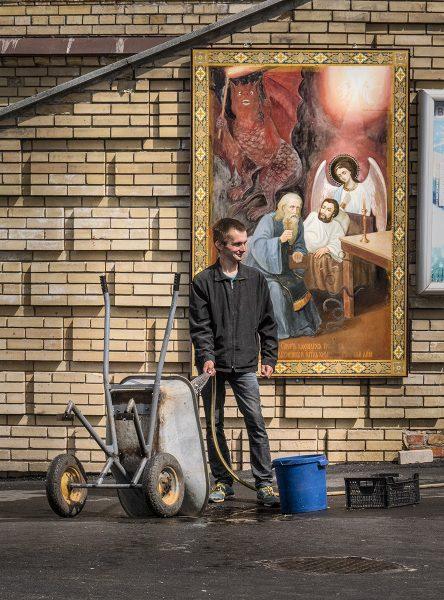 Kiev Wheel Barrow Washer - Dennis Scott